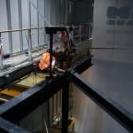ručné osadzanie železnej konštrukcie bez mechanizácie - Aupark